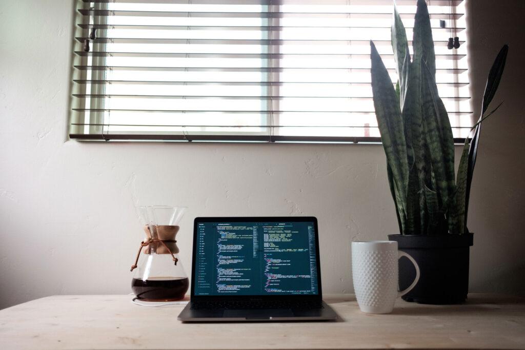 Frontend-utvikler jobbmuligheter utdanning penger lonn Javascript mobil
